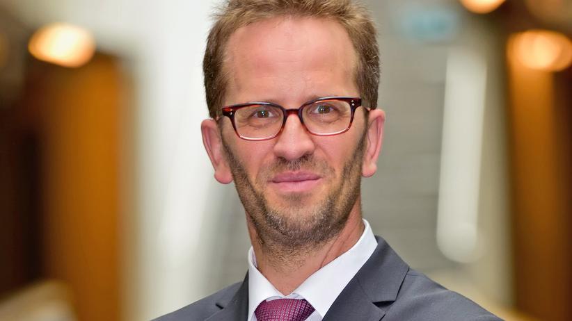 Luftverschmutzung: Klaus Müller, Chef des Verbraucherzentrale Bundesverbands, fordert von Politik und Wirtschaft mehr Entschlossenheit im Kampf gegen schmutzige Antriebssysteme.