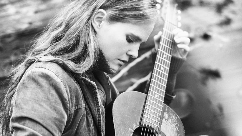Dota Kehr: Kehr ist Singer-Songwriterin. Ihre Musik ist mal jazzig, mal elektronisch, mal poppig.