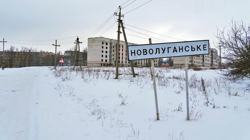 Ostukraine: In Nowoluhanske schlugen Raketen ein. Bewohner leben selbst im Winter teils in Ruinen.