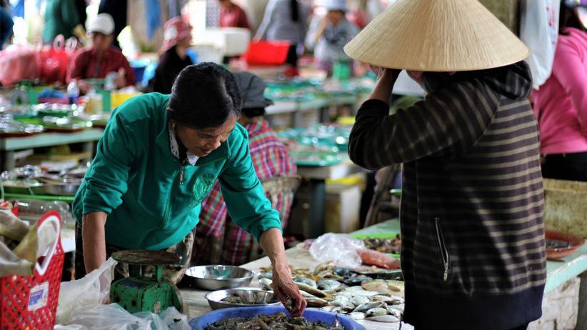 Vietnam: Garnelenverkauf auf einem Markt