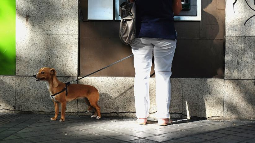 Banken: Geld abheben – immer und überall. Seit fünfzig Jahren ist das in Deutschland möglich.