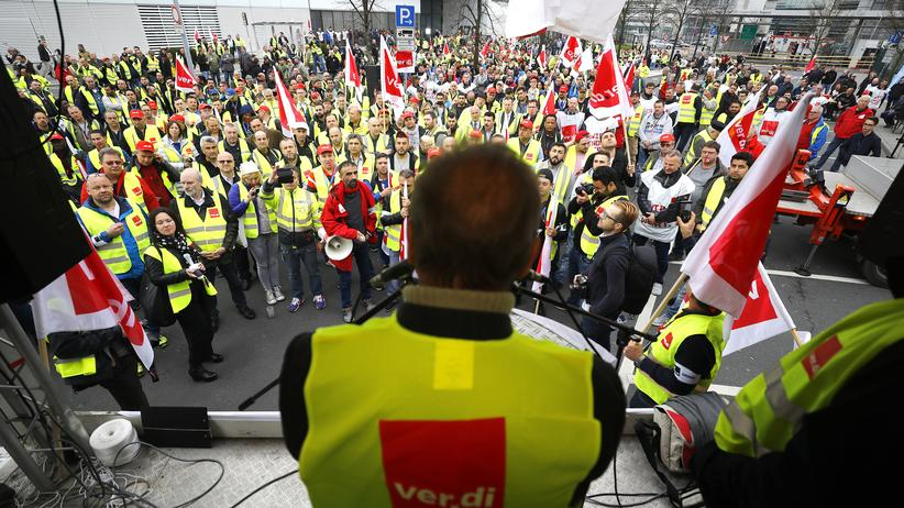 Tarifverhandlungen: Ver.di-Chef Frank Bsirske bei einer Rede in Frankfurt.