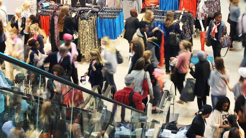 Konjunktur: Verbraucher in einem Einkaufszentrum in Berlin