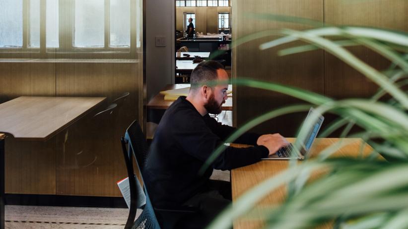 Arbeitsverträge: Lieber krank zur Arbeit als arbeitslos