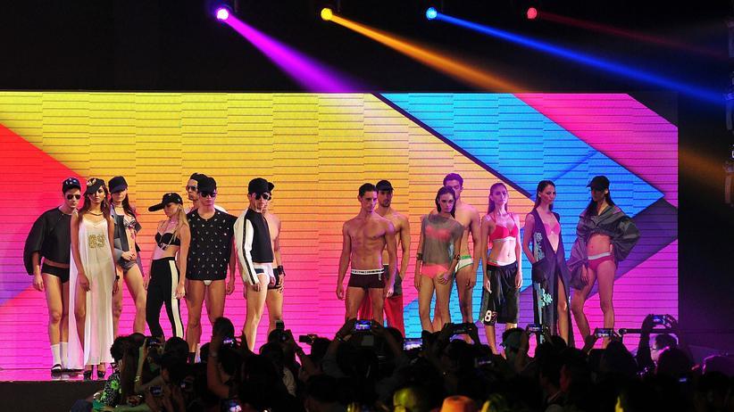Bench: Modeschau mit Unterwäsche von Bench im Jahr 2013 in Manila