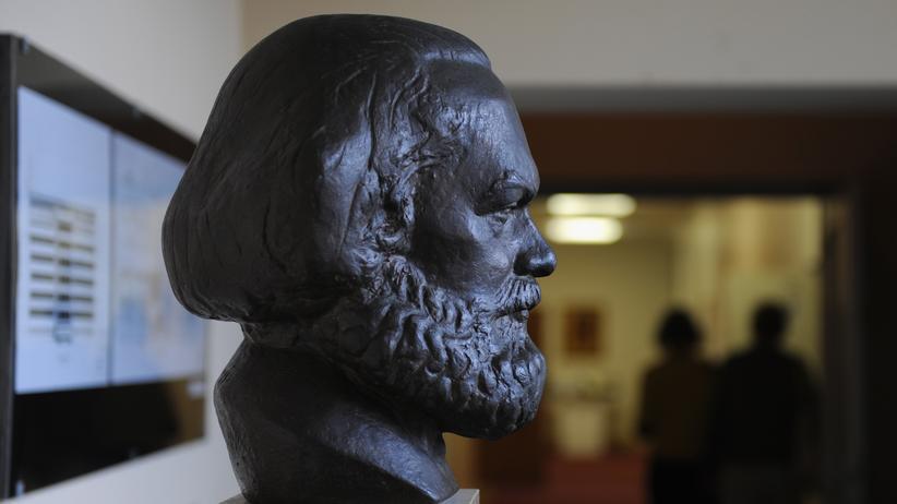 """Karl Marx: Wie lautet nochmal der erste Satz des """"Kommunistischen Manifests""""?"""