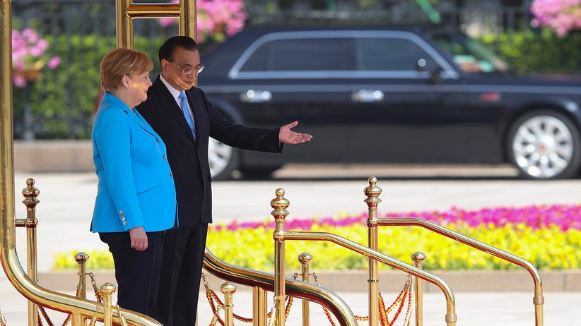 Angela Merkel: Bundeskanzlerin Angela Merkel und der chinesische Premier Li Keqiang in Peking