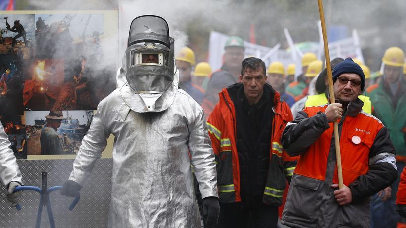 Weltwirtschaft: Stahlarbeiter protestieren in Brüssel