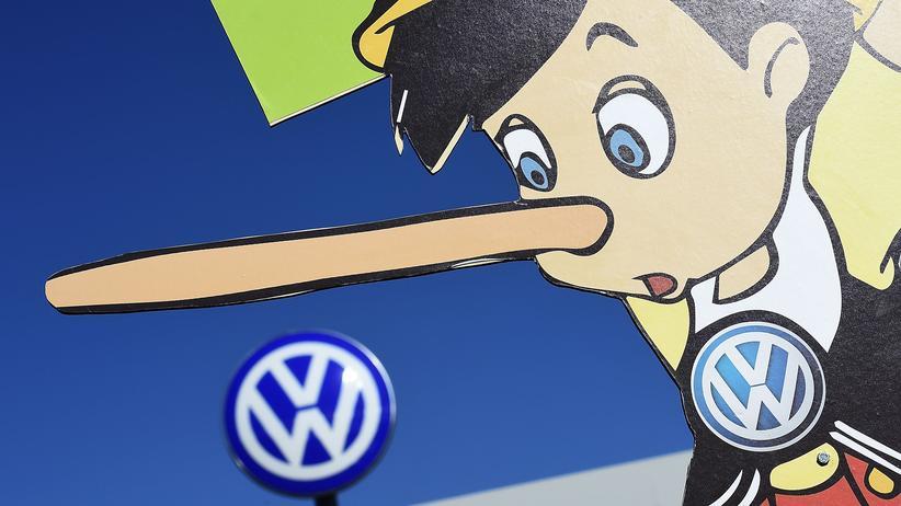Verbraucherschutz: Greenpeace-Protest gegen den Volkswagen-Konzern, dessen Autos Abgashöchstwerte auf illegale Weise überschreiten
