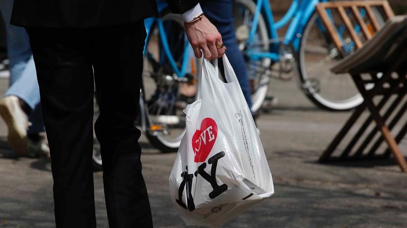 """Trendforschung: """"Die Plastiktüte kommt nicht zurück"""""""