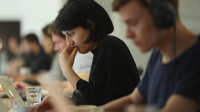 Arbeitsmarkt: Junge Kreative in Berlin: Auch die Zahl der atypisch Beschäftigten ist gestiegen.