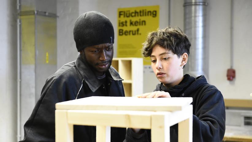 Arbeitsmarkt: Mehr als 300.000 Flüchtlinge haben einen Job gefunden
