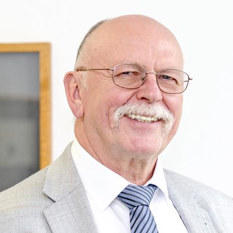Flüchtlinge und Arbeitsmarkt: Gerald Beinlich ist der hauptberufliche Lotse von Wiesbaden. Er war vorher für das Deutsche Rote Kreuz Schichtleiter in einer Flüchtlingsunterkunft und zuvor Führungskraft in internationalen Unternehmen und selbständiger Unternehmensberater.