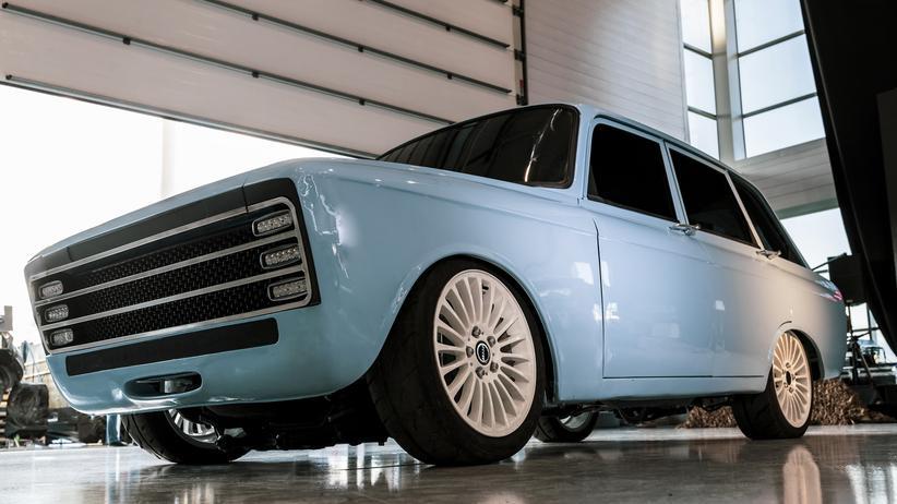 Elektromobilität : Die Kombilimousine Isch, von 1973 bis 1997 in den Ischmasch-Werken in Russland hergestellt, war ein häufig verkauftes Fahrzeug in der UdSSR. Kalaschnikows E-Auto sieht ähnlich aus.