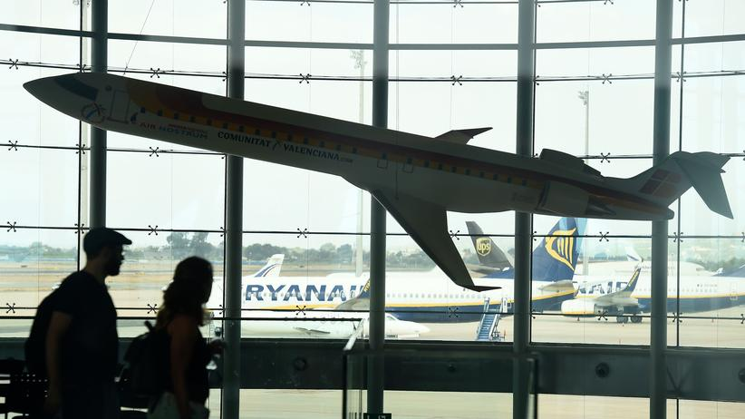 Bundesgerichtshof: Passagiere am Flughafen der spanischen Stadt Valencia während eines Streiks bei der Fluggesellschaft Ryanair im Juli 2018