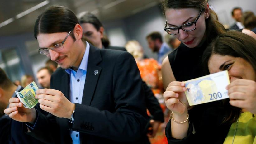 Eurobanknoten: Europäische Zentralbank stellt neue 100- und 200-Euro-Scheine vor
