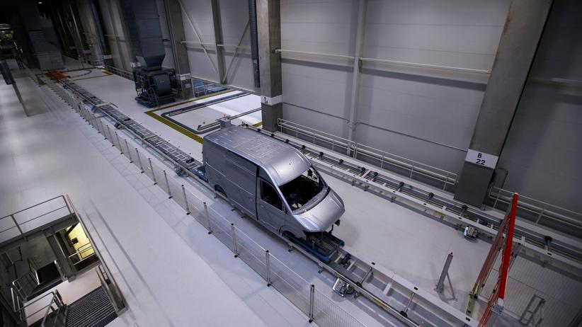 US-Sanktionen: Ein Volkswagen-Van in einem Werk des Autoherstellers
