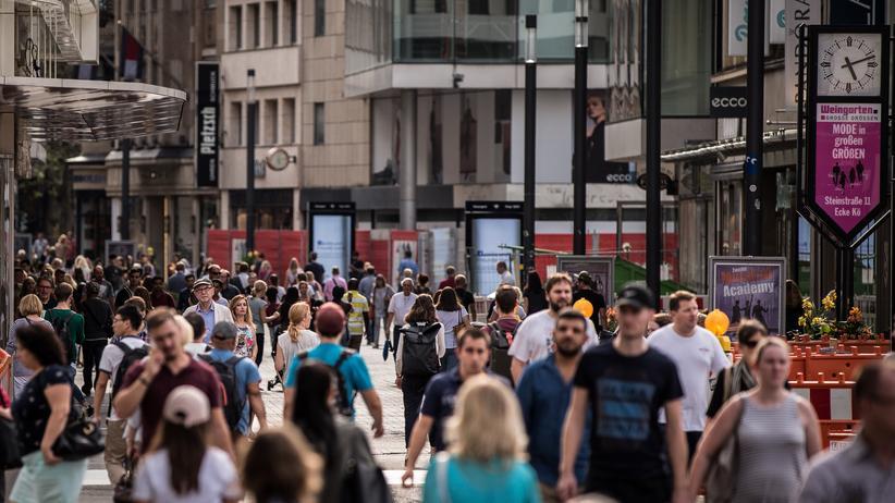 Marktforschung: Deutsche Konsumentinnen und Konsumenten sind weiterhin in Kauflaune