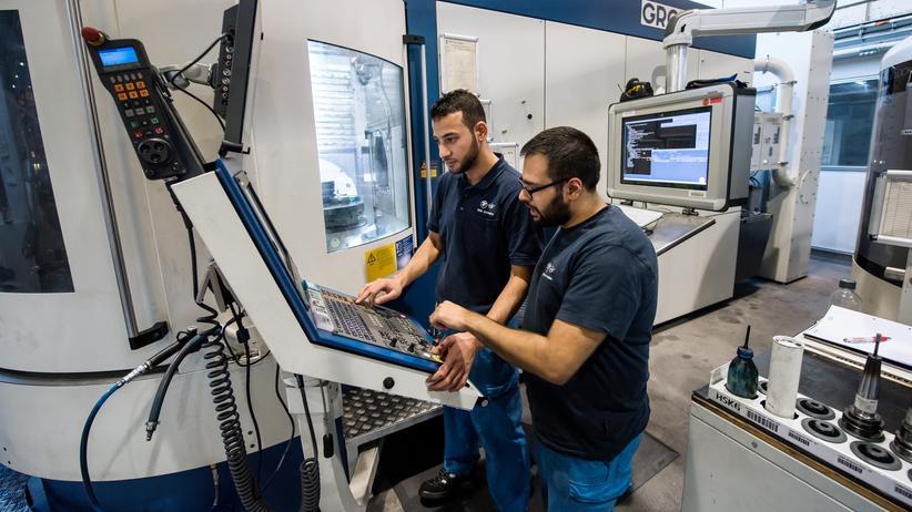 Bertelsmann-Studie: Auszubildende bei BMW in München