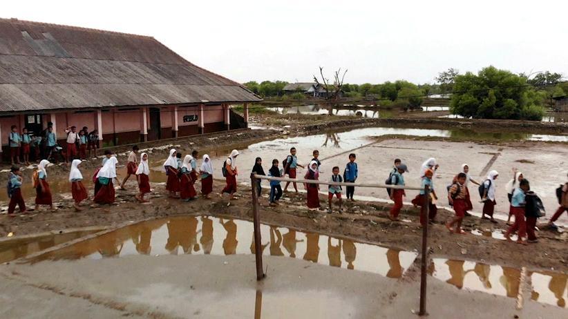 Folgen des Klimawandels: Die Schule in Pantai Bahagia steht immer häufiger unter Wasser.