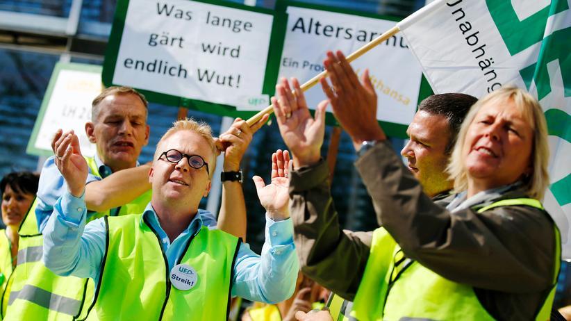 Lufthansa: Airline fordert 800.000 Euro von Flugbegleitergewerkschaft