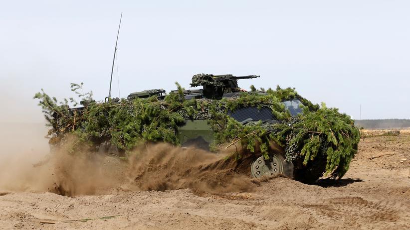 Waffenindustrie: Ein deutscher Panzer bei einer NATO-Militärübung in Litauen im Mai 2017.  Bereits das dritte Jahr in Folge exportierte Deutschland weniger Waffen- und Rüstungsgüter.