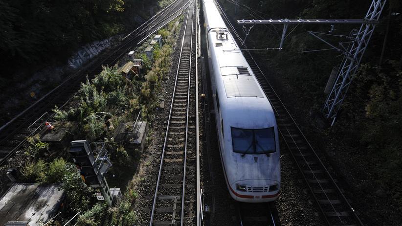 Deutsche Bahn: Mehr als 142 Millionen Reisende nutzten einem Bericht zufolge 2018 die Fernzüge der Deutschen Bahn