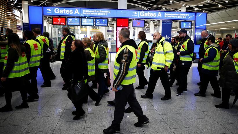 Warnstreiks: Zehntausende Reisende von Streiks an Flughäfen betroffen