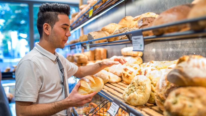 Öffnungszeiten: Eine Bäckerei in Reutlingen: Auch in Baden-Württemberg dürfen Bäckereien an Sonn- und Feiertagen nach Ladenschlussgesetz nur drei Stunden geöffnet haben.