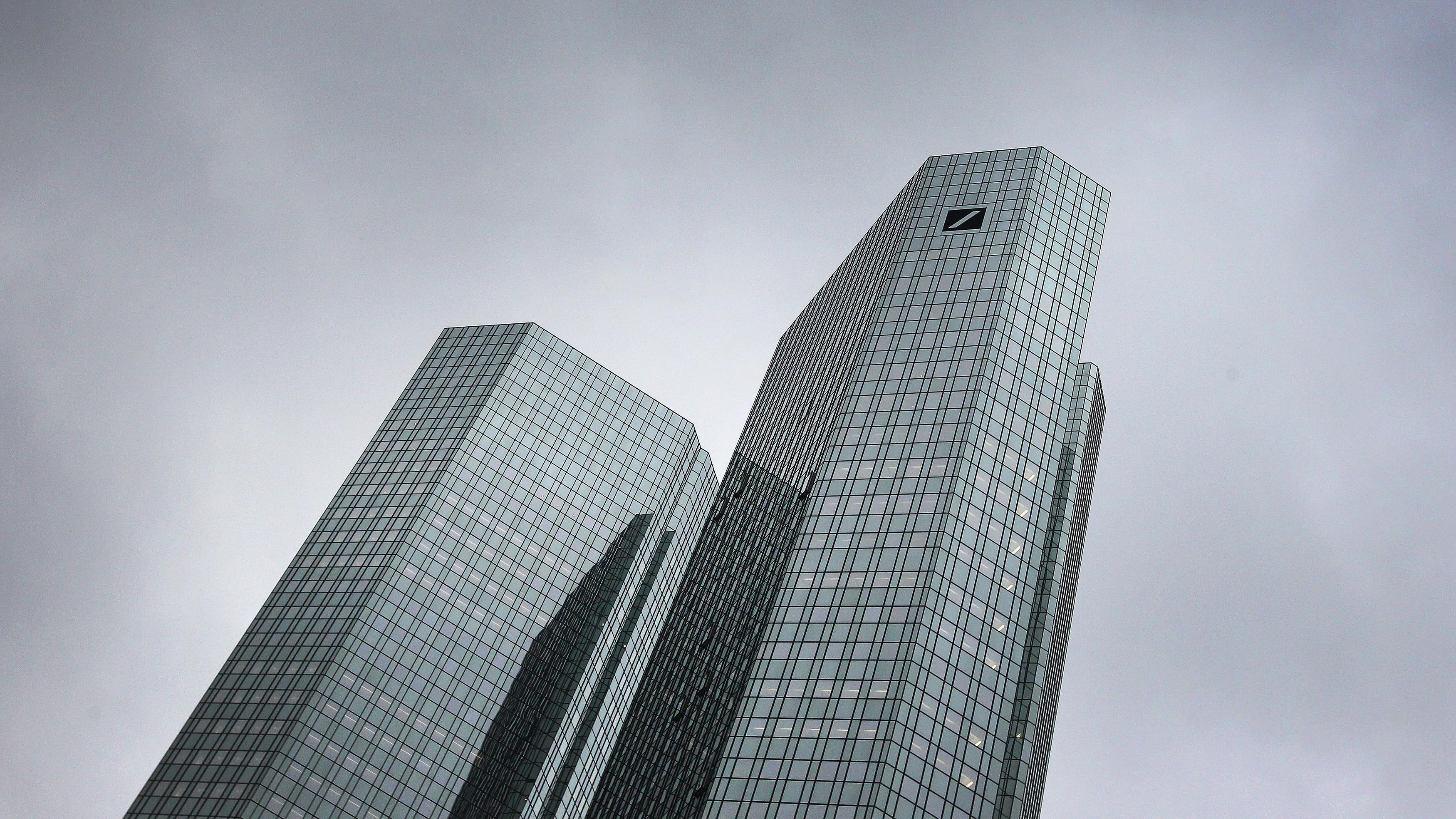 Finanzbranche: Firmenzentrale der Deutschen Bank in Frankfurt am Main
