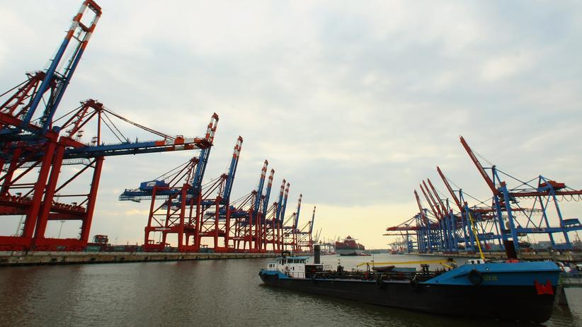 Wirtschaftsklima: Am HHLA -Terminal im Hamburger Hafen: Die Konjunktur hat sich etwas eingetrübt.