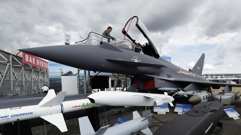 Rüstungsausfuhren: Kampfjet mit deutschen Teilen: Eurofighter, ausgestellt in Großbritannien