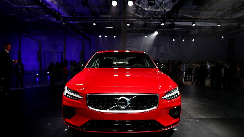 Automobilindustrie: Der schwedische Autohersteller Volvo will die Maximalgeschwindigkeit seiner Fahrzeuge drosseln.