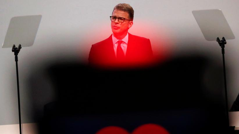 """Deutsche Bank: Vorstandschef Sewing kündigt """"harte Einschnitte"""" an"""