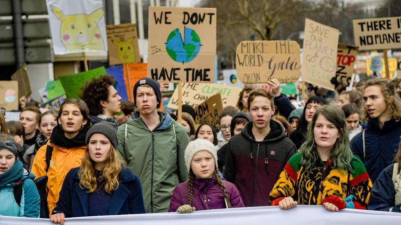 EU-Wahl: Die schwedische Klima-Aktivistin Greta Thunberg demonstriert mit Studierenden in Hamburg.