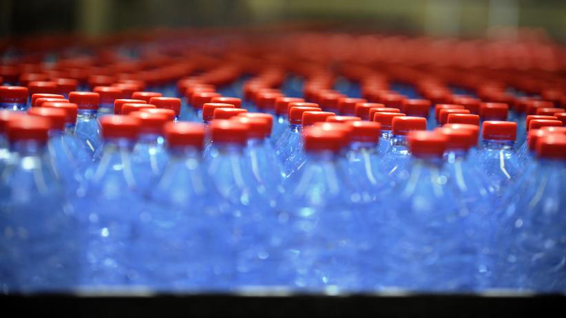 Nestlé: Höchstens sechs Flaschen sollen die Bürger Vittels abfüllen, mahnt ein Schild am Brunnen der Gemeinde.
