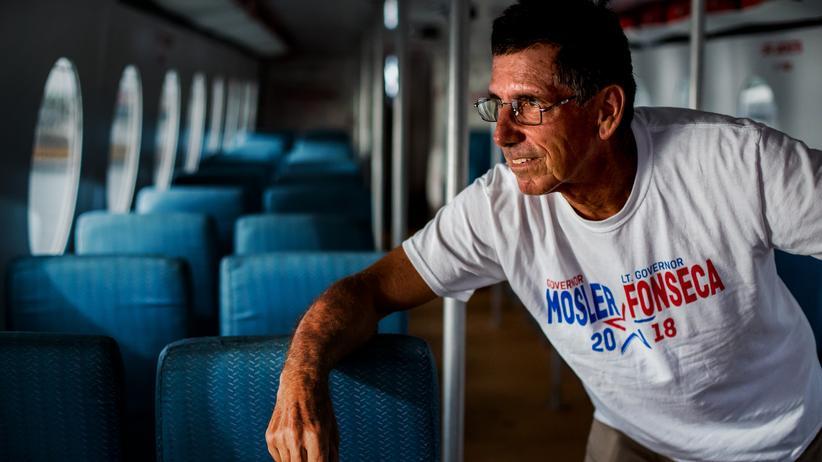 Warren Mosler: Im Jahr 2018 bewarb sich Warren Mosler um das Gouverneursamt der US-Virgin Islands. Das Foto entstand im Wahlkampf auf einer Fähre dort.