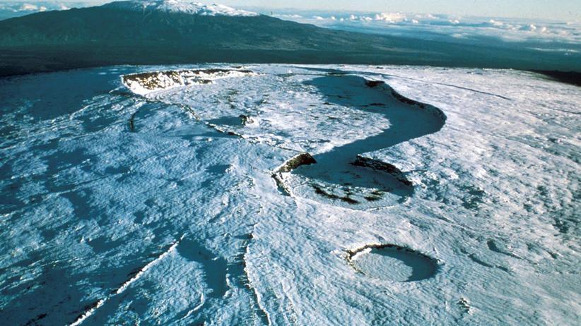 Klimaziele: Der Vulkan Mauna Loa auf Hawaii (Archivbild). Hier wird schon seit den 50er-Jahren die CO2-Konzentration in der Luft gemessen. Aus den Werten ergibt sich die Keeling-Kurve. Im vergangenen Mai verzeichnete die Messstation einen neuen Rekord.