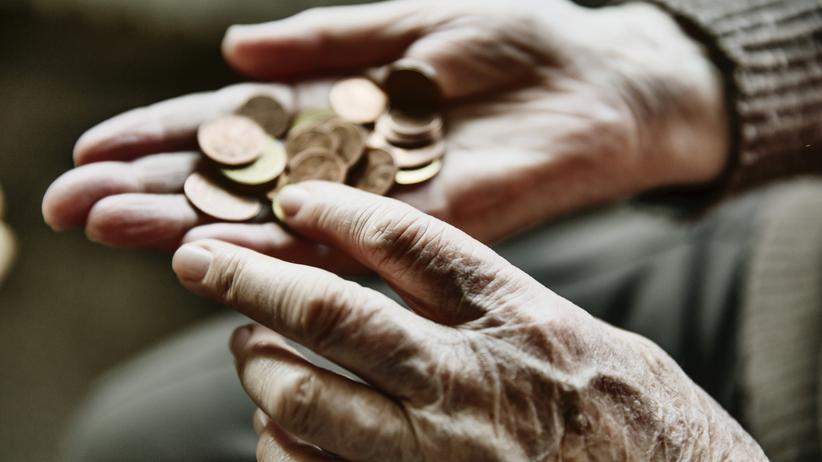 Arbeit im Ruhestand: Vielen Rentnern reichen ihre Altersbezüge nicht oder sie wollen die Kontakte dabei nicht missen.