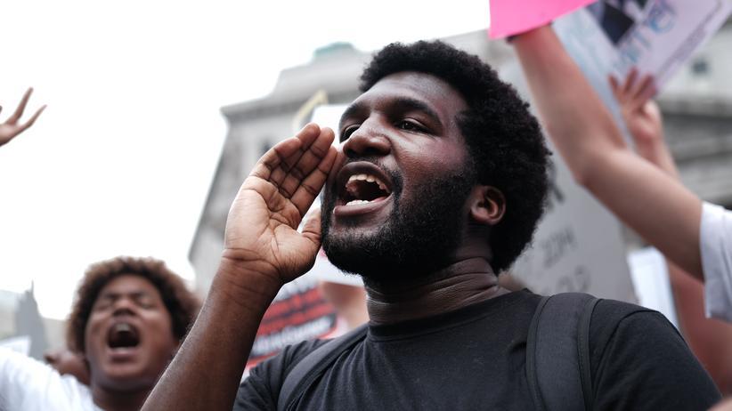 Soziale Ungleichheit: Demonstrant in New York bei Protesten gegen Rassismus
