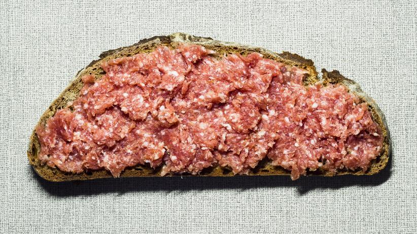 Fleischsteuer: Wenn 250 Gramm Hackfleisch im Supermarkt-Angebot nur gut 1 Euro kosten, macht sich eine höhere Mehrwertsteuer kaum bemerkbar.
