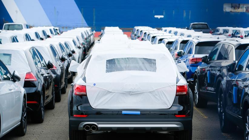 """Außenhandel: Autos Auf dem Weg ins Ausland: Die Nachfrage nach Produkte """"Made in Germany"""" sinkt."""