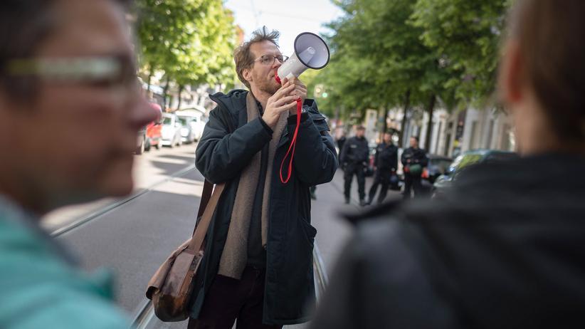 Berlin: Baustadtrat Florian Schmidt während einer Demonstration gegen Verdrängung im Berliner Bezirk Friedrichshain-Kreuzberg