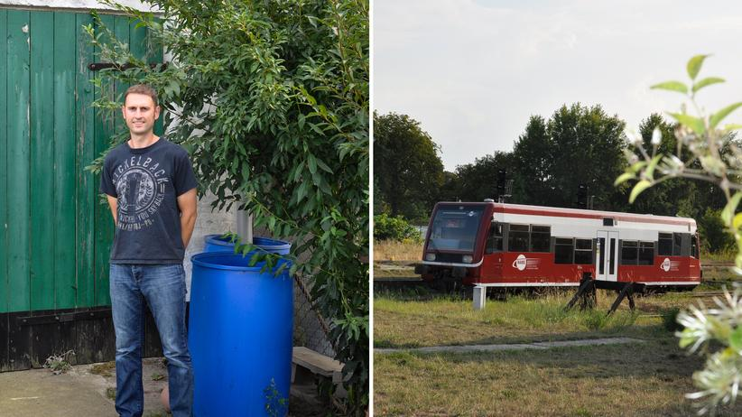 Volker Strauch im Hof seines Hauses in Putlitz (links). Vom Bahnhof in Pritzwalk fuhren früher Züge nach Putlitz ab. Heute nicht mehr.