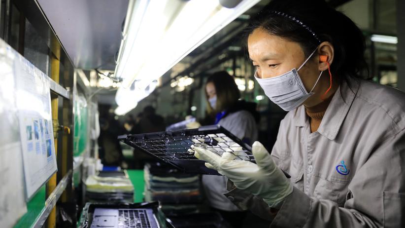Eine Produktion in China:In dieer Fabrik in Lu'an  in der Anhui Provinz werden Teile für Laptops gefertigt, die unter anderem in Computern von Toshiba verwendet werden.