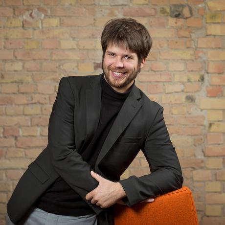 Jan Steckel ist Leiter der Arbeitsgruppe Klimaschutz und Entwicklung am Mercator Research Institute on Global Commons and Climate Change (MCC).