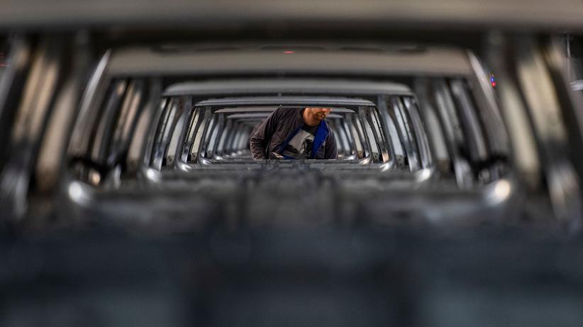 Konjunktur: Wirtschaftsinstitute sehen akute Rezessionsgefahr
