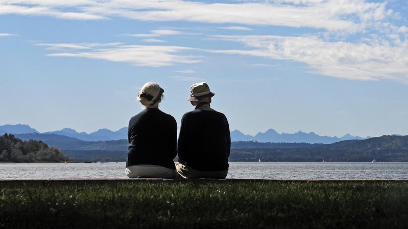 Rente: Die Bundesbank sieht Anpassungsbedarf bei der Rentenversicherung und schlägt eine Anhebung des Rentenalters auf mehr als 69 Jahre vor.