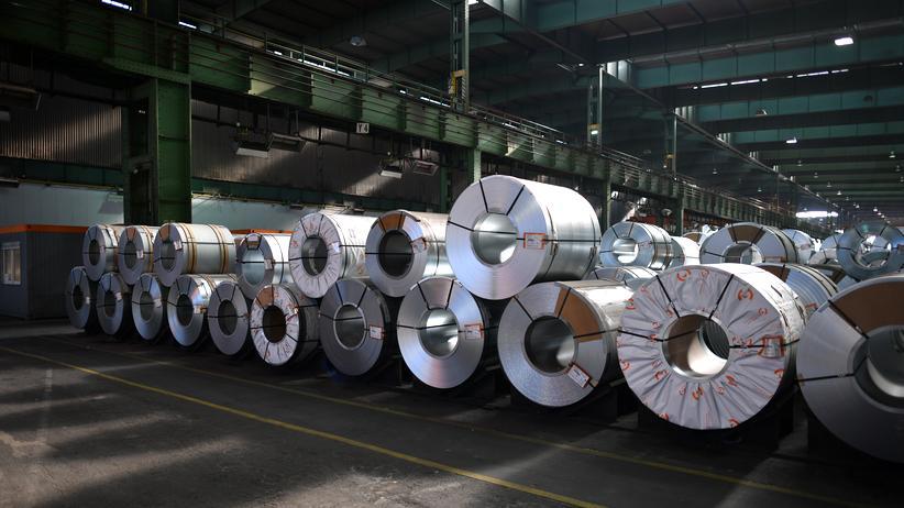 Handelsstreit: Stahlcoils des deutschen Herstellers Salzgitter. Auf Aluminium und Stahl aus der EU hat US-Präsident Donald Trump bereits Importzölle verhängt.