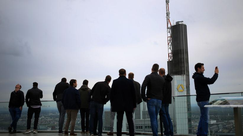 Gerhard Schick: Auf einer Aussichtsplattform im Frankfurter Bankenviertel